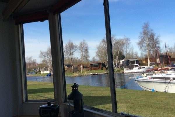 Stacaravan huren aan het water in Friesland op It Wiid