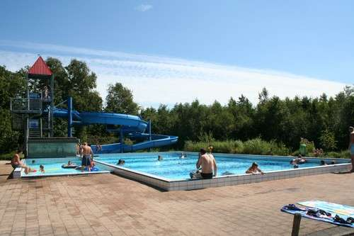 Verwarmd zwembad op Camping Friesland