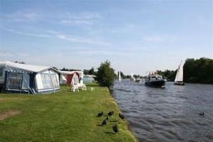 Kampeervakantie Friesland aan het water