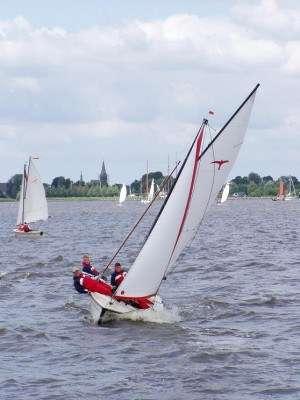 Zeilen op de Friese meren bij Camping It Wiid