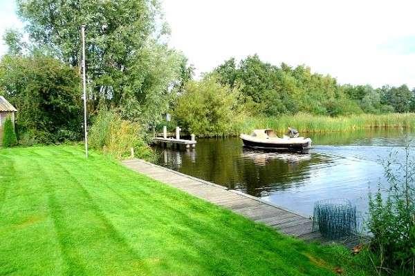 Luxe Vakantiehuis aan het water in het hart van Friesland