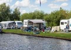Kamperen aan het water in Friesland